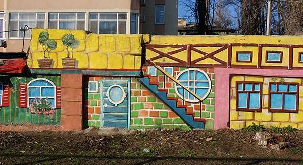 Роспись фасадов гаражей в Одессе, 2012 | Aрт-студия «Peach»