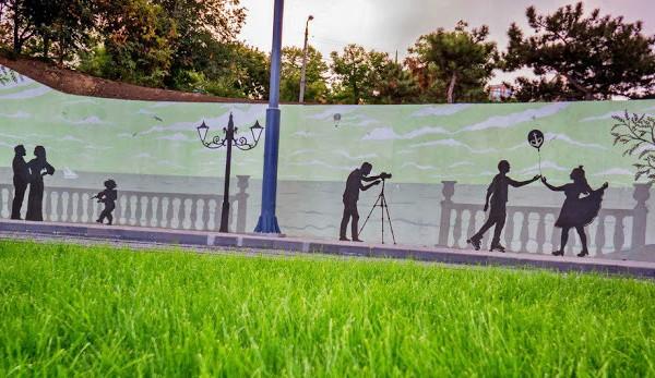 Художественная силуэтная роспись, оформление стен кольца 5го трамвая в Аркадии | Aрт-студия «Peach»