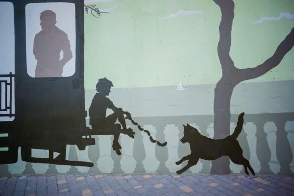 Силуэтная роспись, оформление стен кольца 5го трамвая в Аркадии | Aрт-студия «Peach»