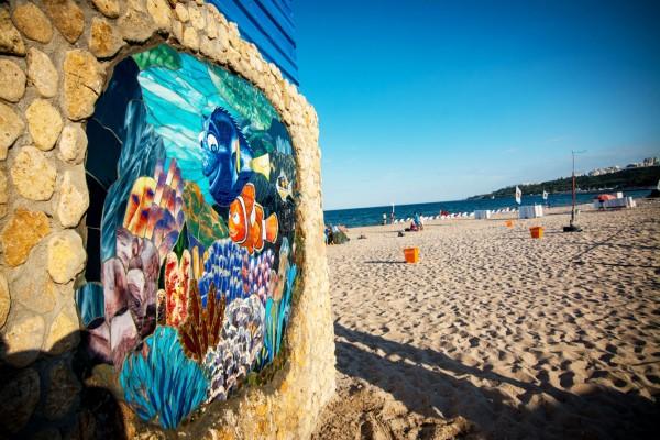 Мозаичное панно на пляже Ланжерон, мозаика, стрит арт, стекло, Немо, море   Aрт-студия «Peach»