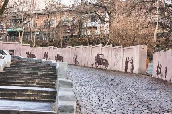 Художественная  арт роспись стен Карантинного спуска в Одессе | Aрт-студия «Peach»