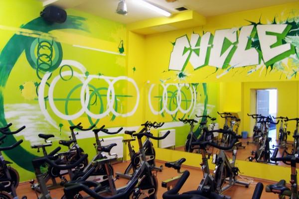 Граффити на стене сайкл зала   Aрт-студия «Peach»