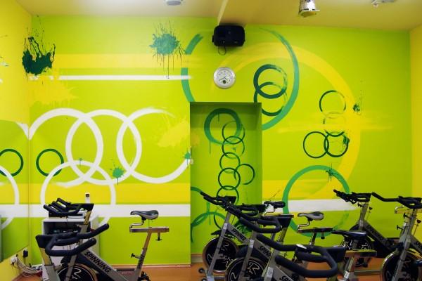 Роспись на стенах  фитнес-клуба «Шторм», зал для уроков «CYCLE»   Aрт-студия «Peach»