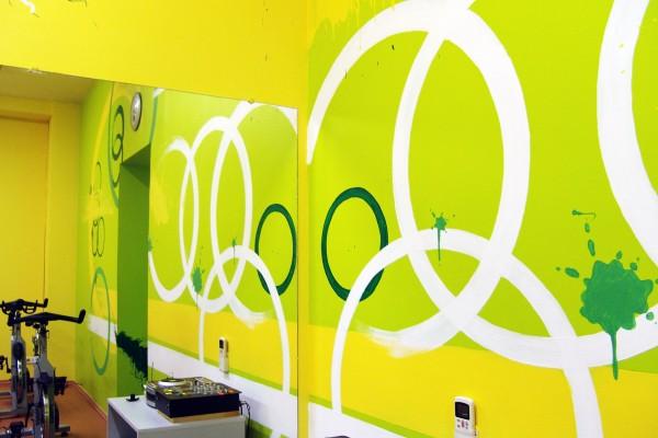 Роспись  фитнес-клуба «Шторм», зал для уроков «CYCLE»   Aрт-студия «Peach»