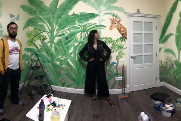 Команда художников по росписи стен студии «Peach»