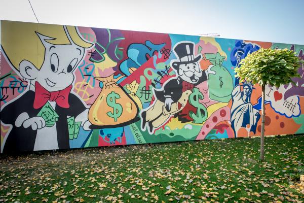 Креативная роспись стен в стиле настольной игры
