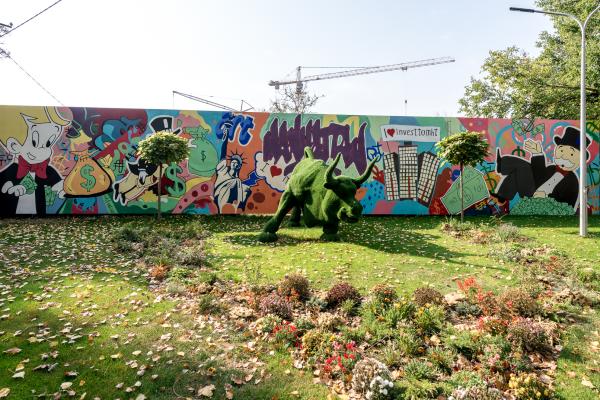 Нанесены дизайнерские рисунки на стены ЖК Манхеттен