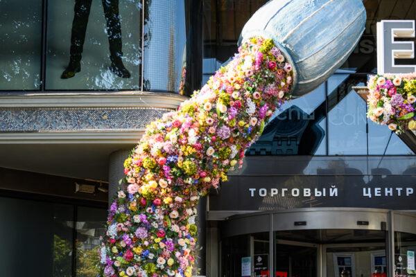 Декор из цветов, декор входа в торговый центр «Европа»
