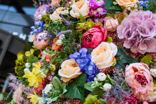 Весенний цветочный декор, декор торговых центров, декор витрин